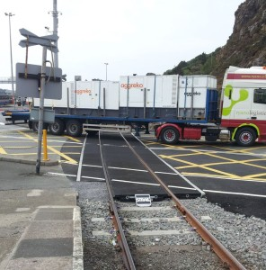 articulated lorry crosses level crossing